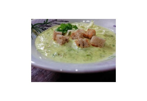 Osviežujúca šalátová polievka