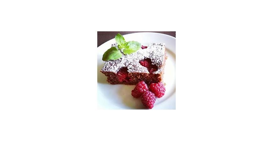 Cuketový koláč čokoládový s malinami a mätou